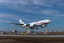 Новый самолет Ил-96-300 совершил первый испытательный полет